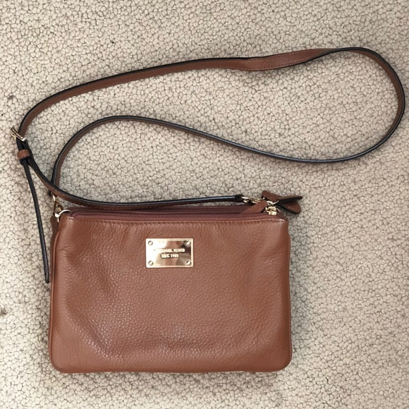 8e02a710f3df Michael Kors Cross Body Bag. M_5b68d4fac2e88e981f449d18